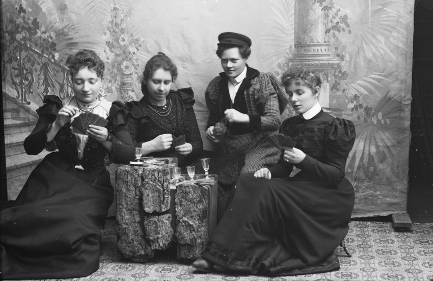 Download the full-sized image of Marie Høeg and Three Others Drinking and Playing Cards